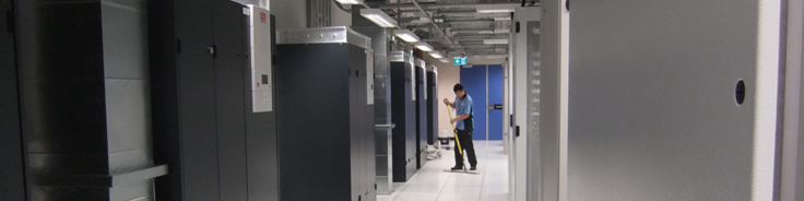 Data centre above-floor cleaning